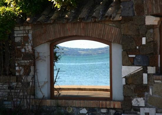 onaiccarb ogal (lago bracciano)