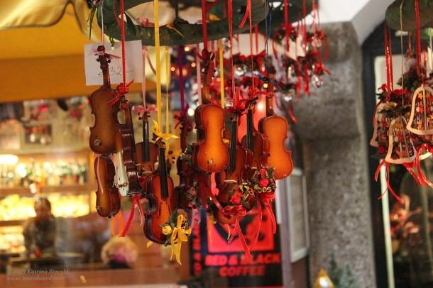 wee string-ed instruments in Salzburg