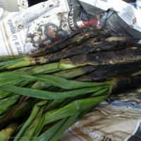 Calçots fresh off the grill
